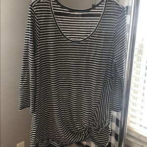 Tops - Stripped black and white 3/4 sleeve